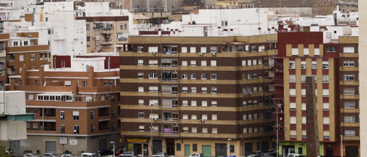 Condenado a cárcel por lanzar un cuchillo desde el balcón a un policía en Sagunt