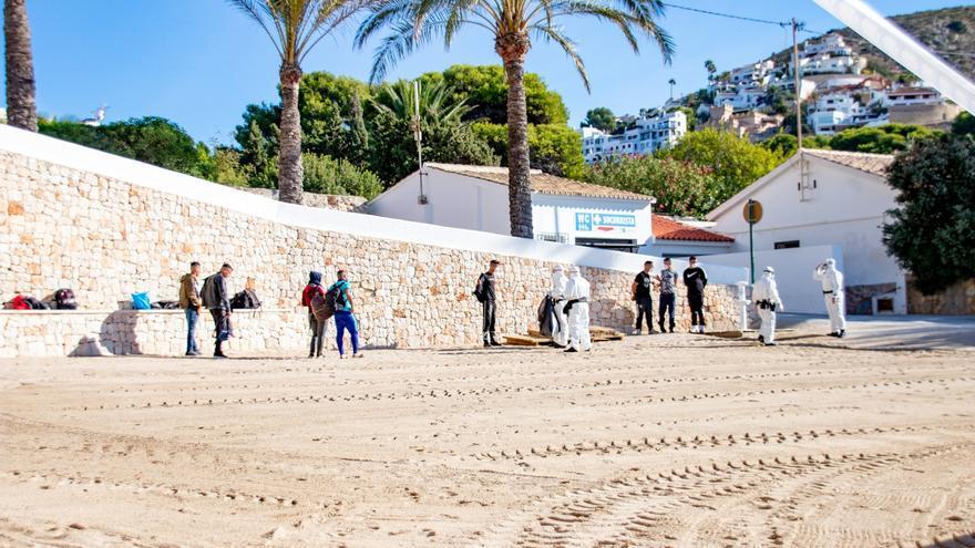 Detenidos ocho migrantes en la playa del Portet de Moraira
