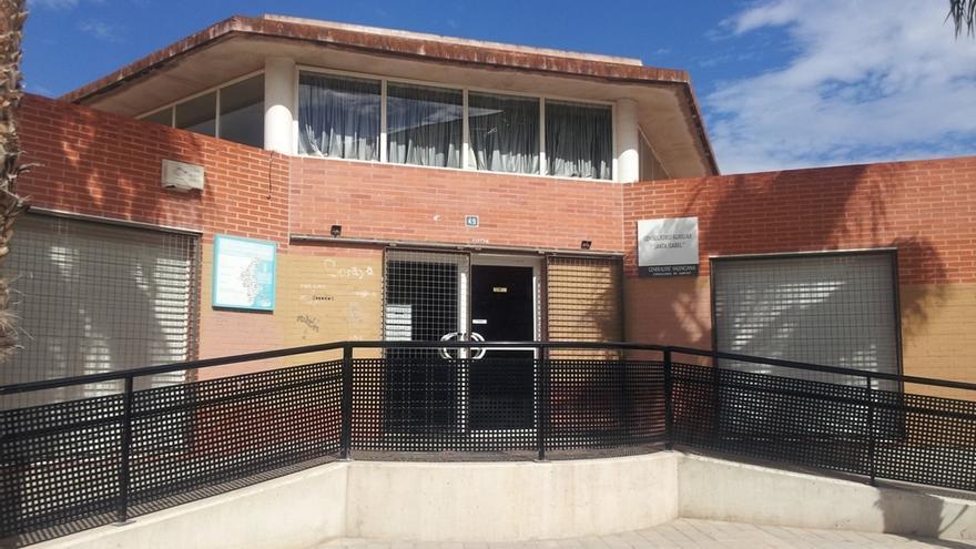 San Vicente estudia medidas para mejorar la seguridad del consultorio de Santa Isabel tras el altercado que obligó a cerrar el servicio