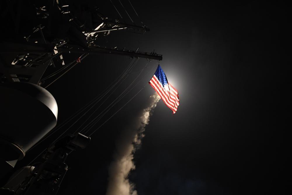 EEUU ataca Siria en respuesta al bombardeo con armas químicas.