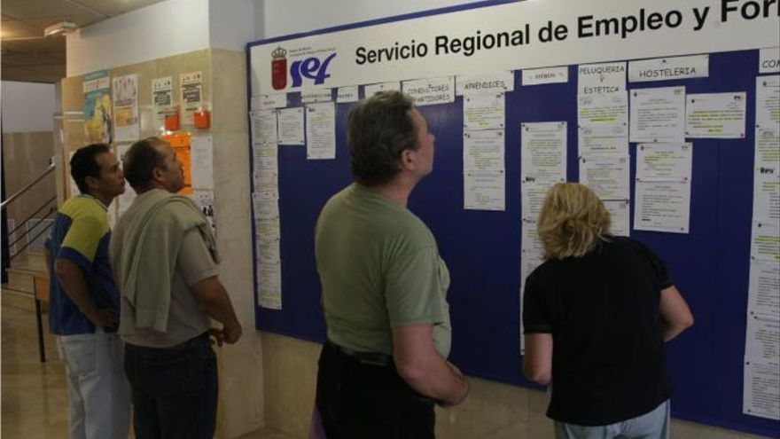 El paro baja en 455 personas en julio en la Región de Murcia
