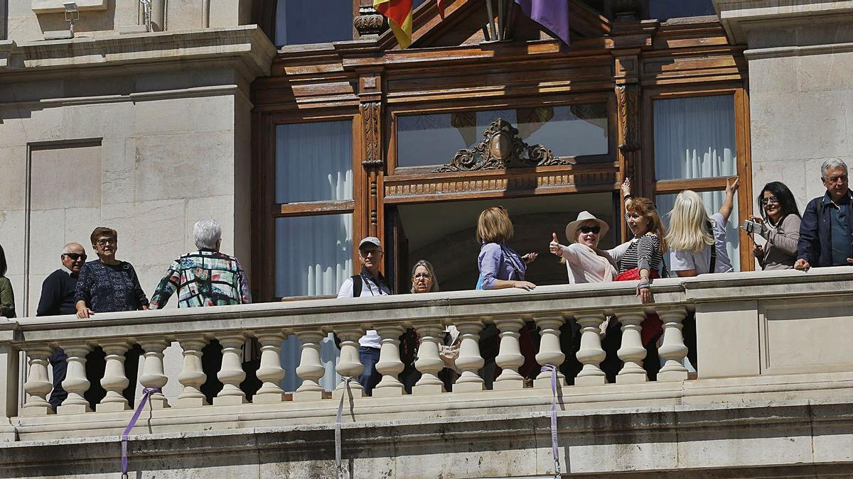 El balcón del ayuntamiento es una de las atracciones turísticas de la ciudad. | E. RIPOLL