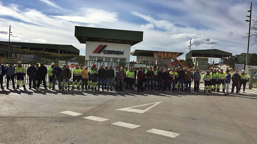 Industria insta a Cemex a aplicar un plan de reconversión para dejar de fabricar cemento