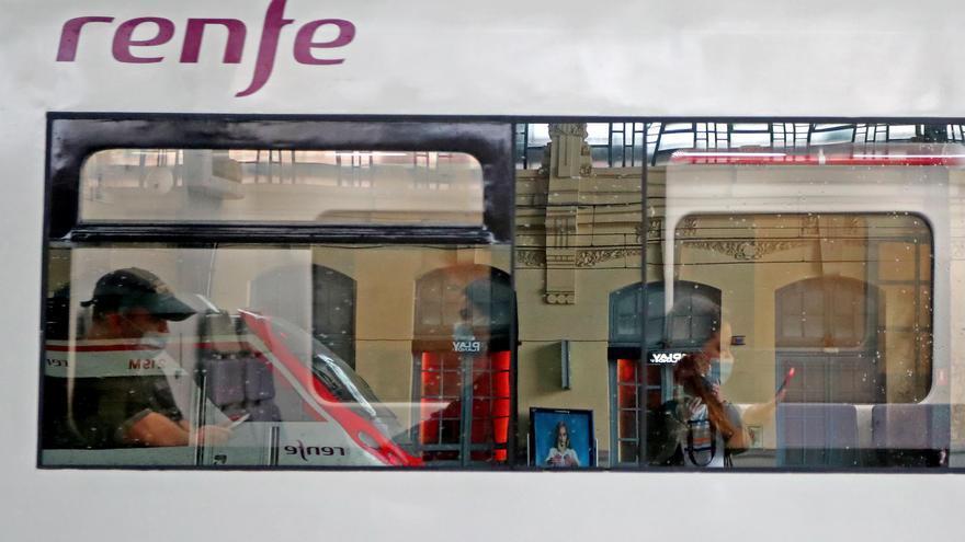Peligro de aglomeraciones en los trenes por la falta de maquinistas