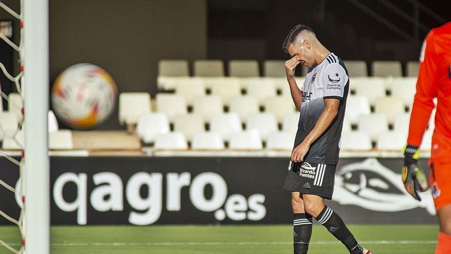 El FC Cartagena se enfrenta a una cojera que no cesa