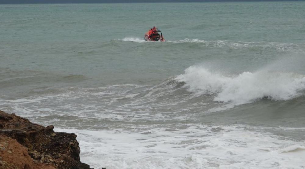 Los bomberos buscan a dos surfistas en Peníscola