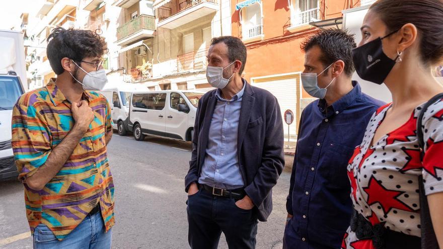 Visita municipal al rodaje de Chema García Ibarra en Elche