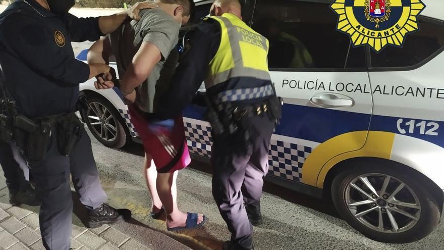 Detenido un conductor tras darse a la fuga y herir a dos agentes durante una persecución en Alicante