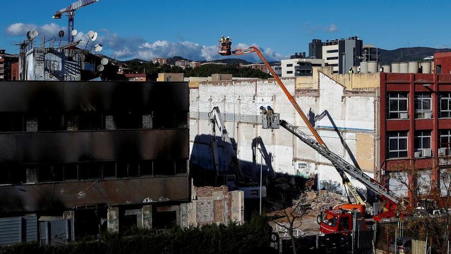 Los Mossos conocen 37 naves habitadas en Cataluña como la incendiada en Badalona