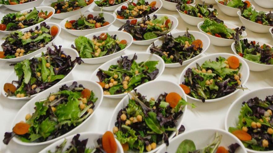 El secreto de los nutricionistas para hacer cenas ligeras con las que perder peso