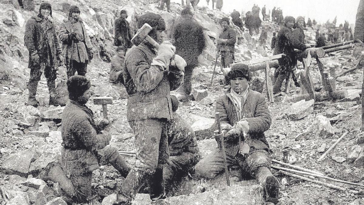 Prisioneros, en un campo de trabajos forzados de Stalin.