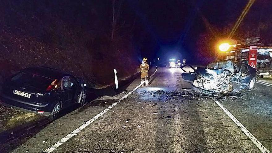 Un conductor muerto y otro herido grave en una colisión frontal en la N-120