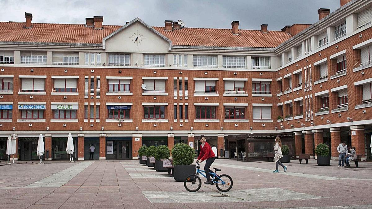 La plaza Mayor de La Fresneda.   LNE