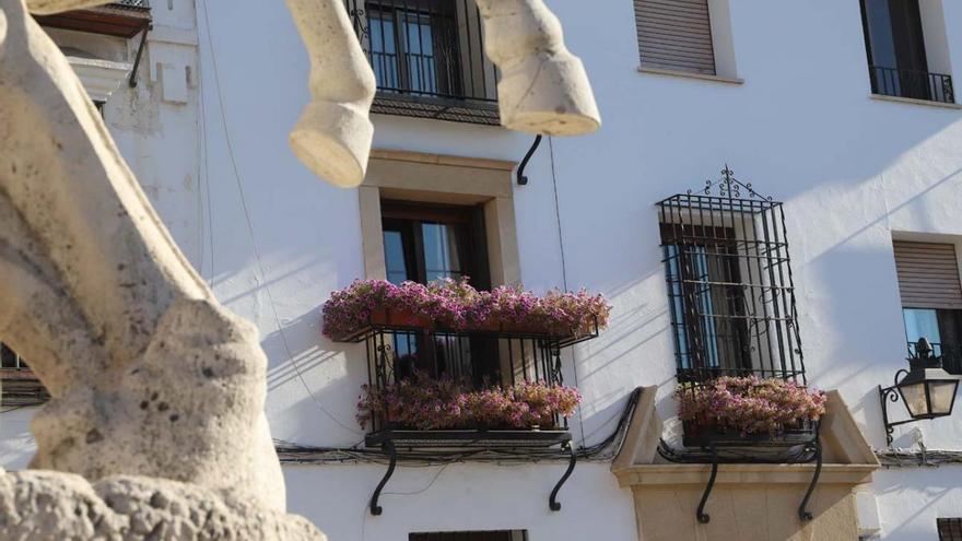 Rejas y balcones en junio