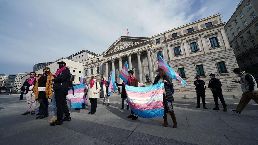 Igualdad prepara tres leyes para el colectivo LGTBI