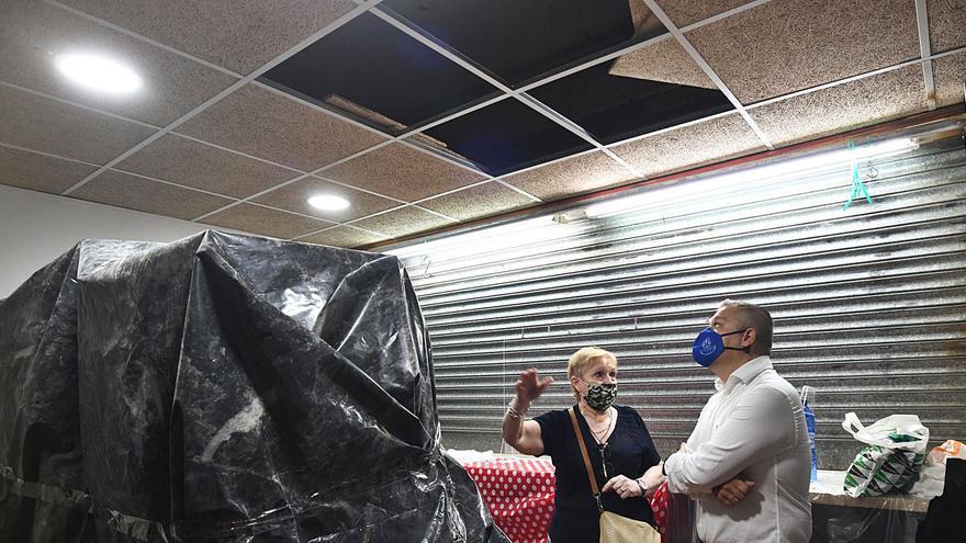 El mercado de La Alberca sigue a medio gas tras caerse el techo