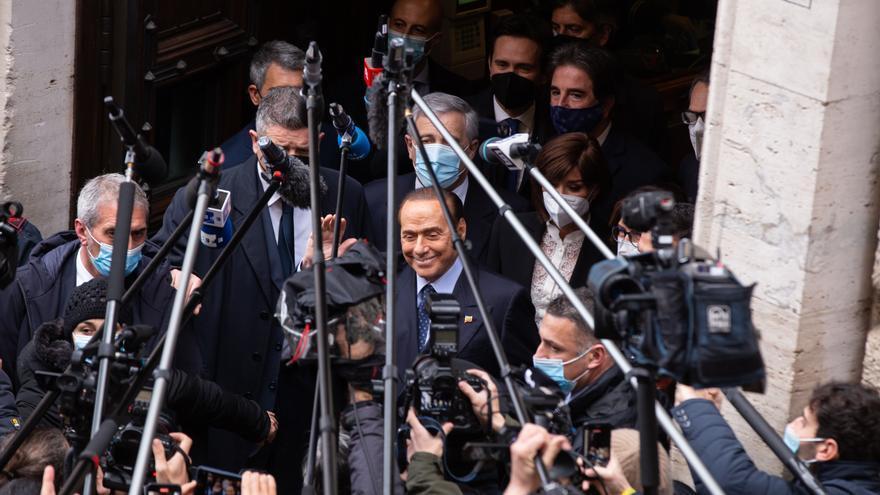 Berlusconi, hospitalizado de nuevo en Milán