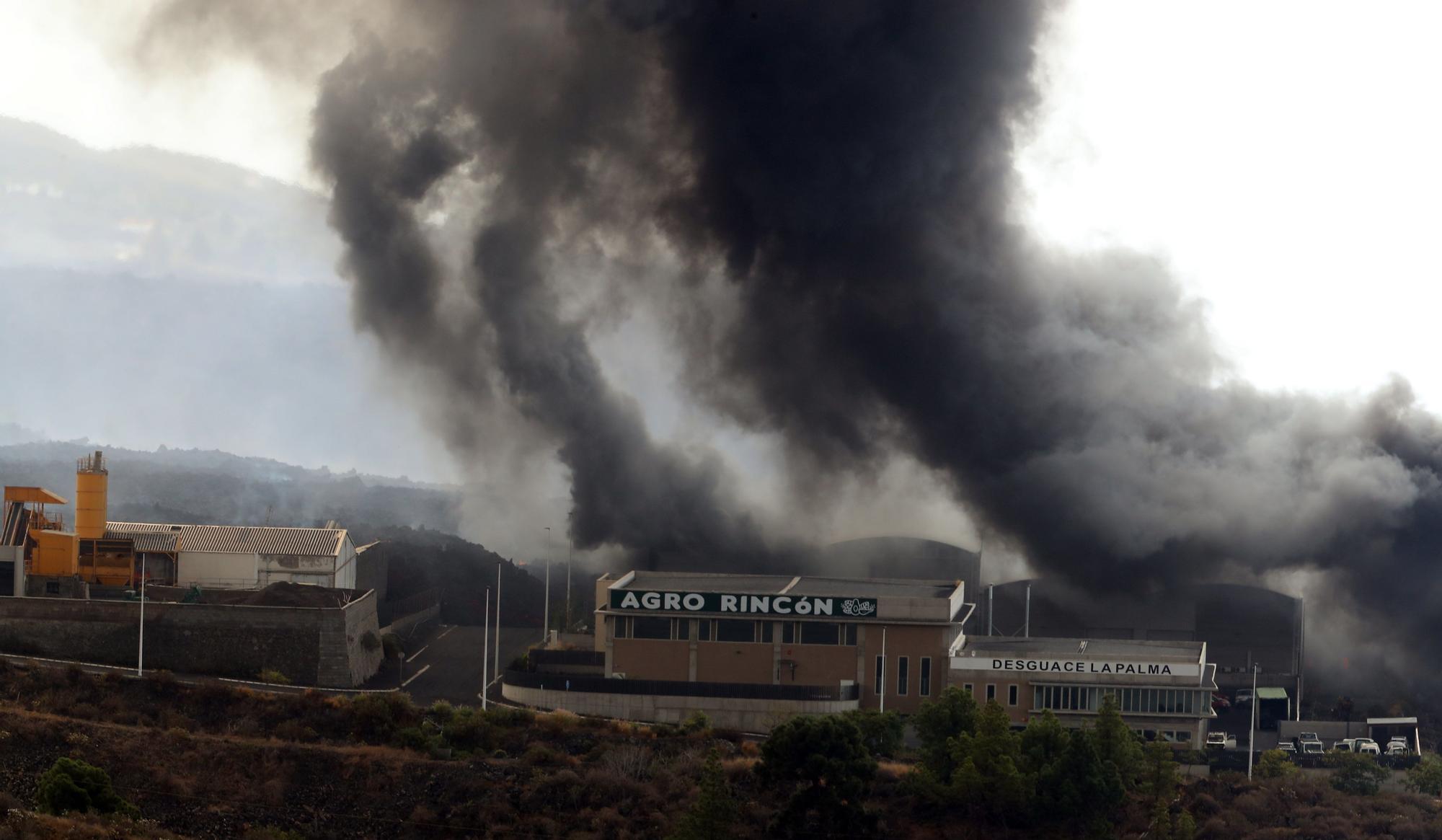 Incendio de la cementera provocado por la lava del volcán en La Palma