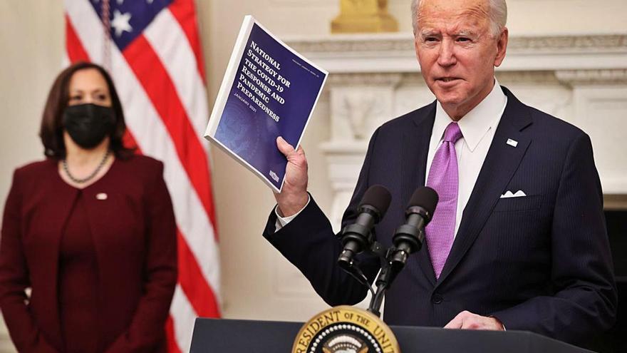 Biden inicia el mandat amb un ambiciós pla anti-COVID