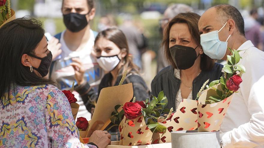 """Els floristes celebren que han venut més roses perquè aquest Sant Jordi no hi ha hagut """"intrusisme"""""""