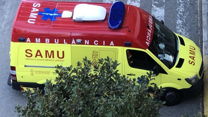 Un coche colisiona con un camión en Alzira