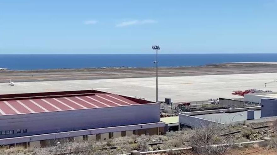 Un helicóptero traslada a Tenerife a inmigrantes rescatados al sur de El Hierro