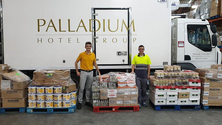 La Fundación Abel Matutes y Palladium Hotel Group donan más de una tonelada de alimentos a Cáritas