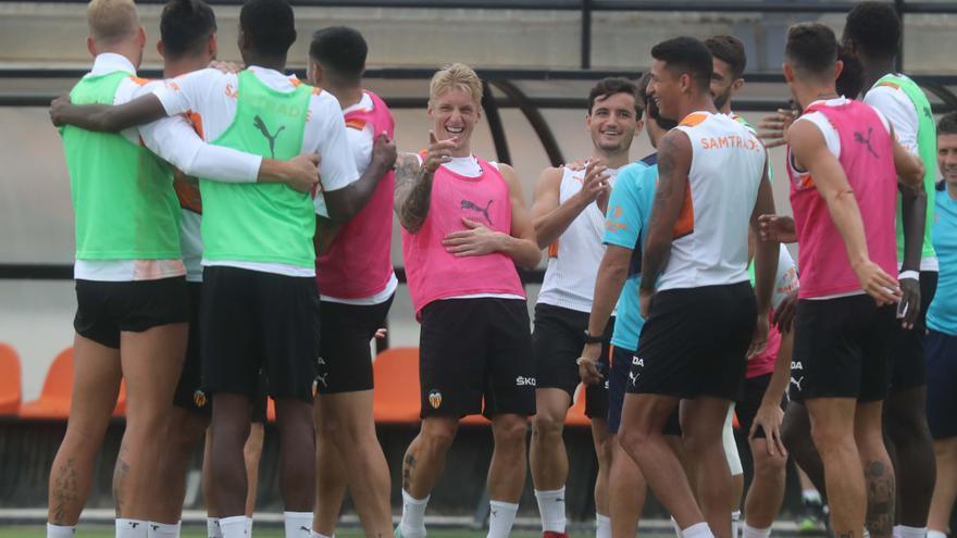 Entrenamiento del Valencia previo al partido ante el Athletic