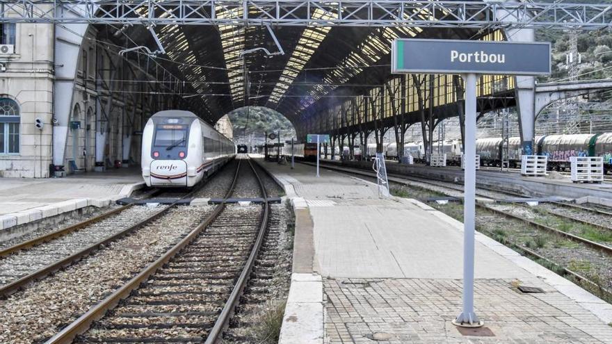 Defensem el Tren denuncia un «divendres negre ferroviari» ple d'incidències a Portbou