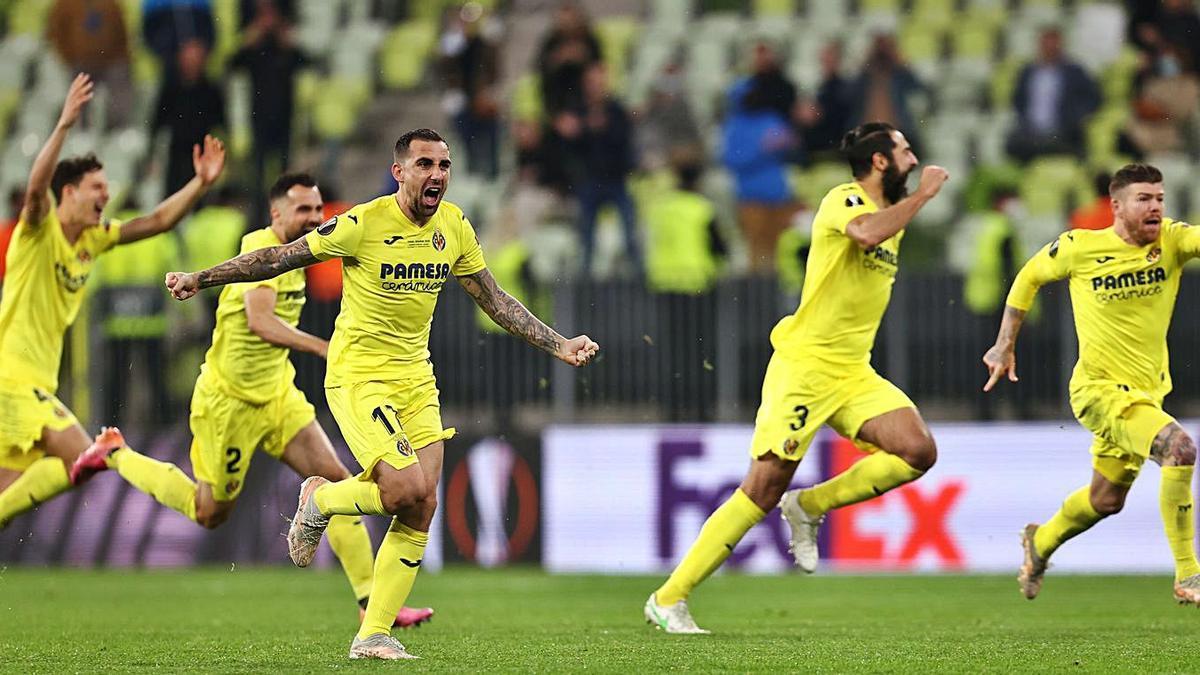 Los jugadores del Villarreal festejan la victoria ante el Manchester United en la final de la Europa League