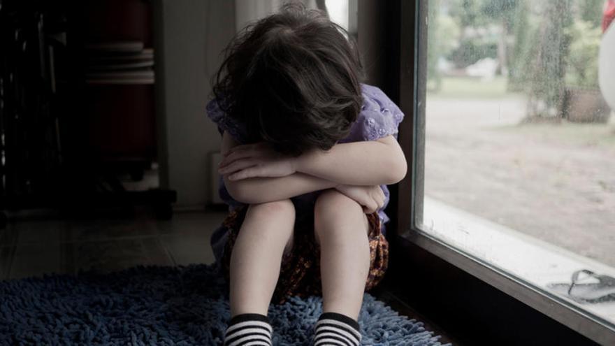 """Una madre relata cómo su hijo de cinco años fue """"violado en grupo"""" por niños de nueve años"""
