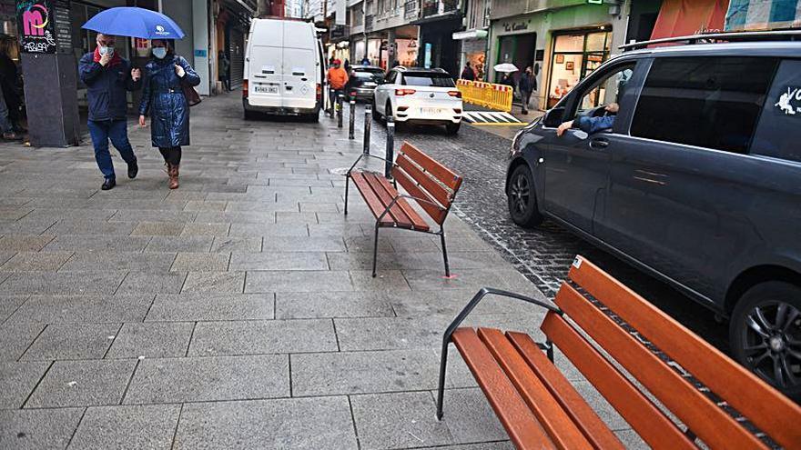 Mobiliario contra el mal aparcamiento en San Andrés junto a la nueva parada del bus