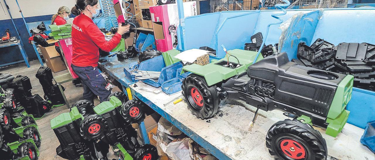La empresa Injusa, ubicada en Ibi, ha reducido su producción en fábrica a la espera de la evolución de los acontecimientos