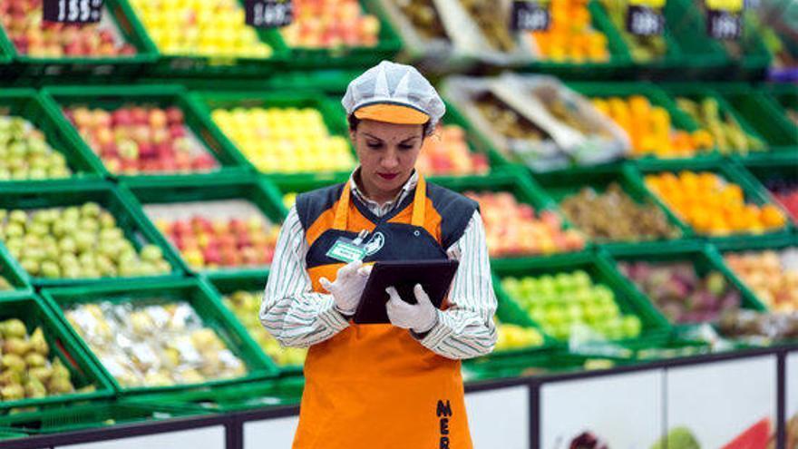 Les cadenes de supermercats restringeixen les vendes per Internet arran de l'alta demanda