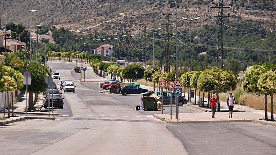 Nuevos actos vandálicos dañan una quincena de coches en Petrer