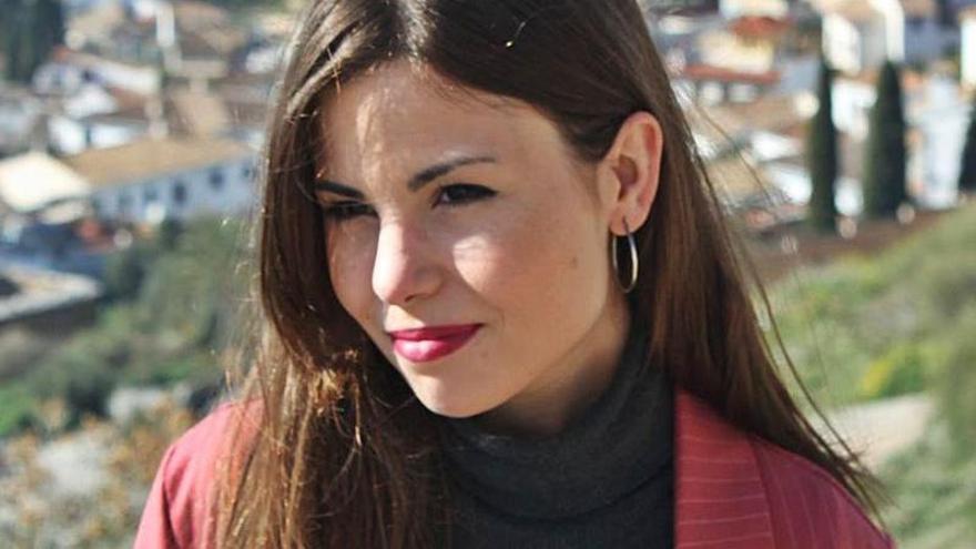 María Elena Higueruelo recibe el Premio Nacional de Poesía Joven por «Los días eternos»