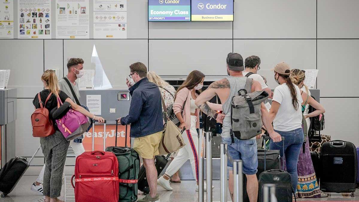 mostradores de compañias aéreas alemanas en el aeropuerto de Palma.