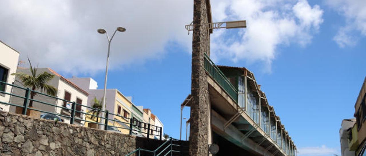 Imagen de la estación de guaguas de Moya, que acoge en su planta alta el mercadillo municipal.