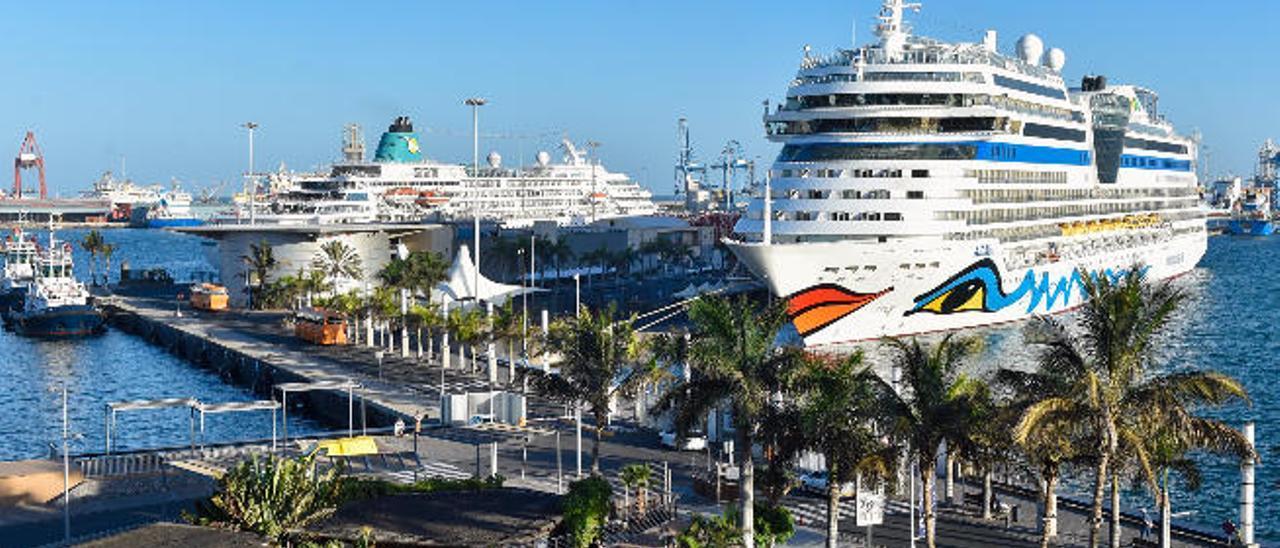Cruceros en el muelle Santa Catalina.