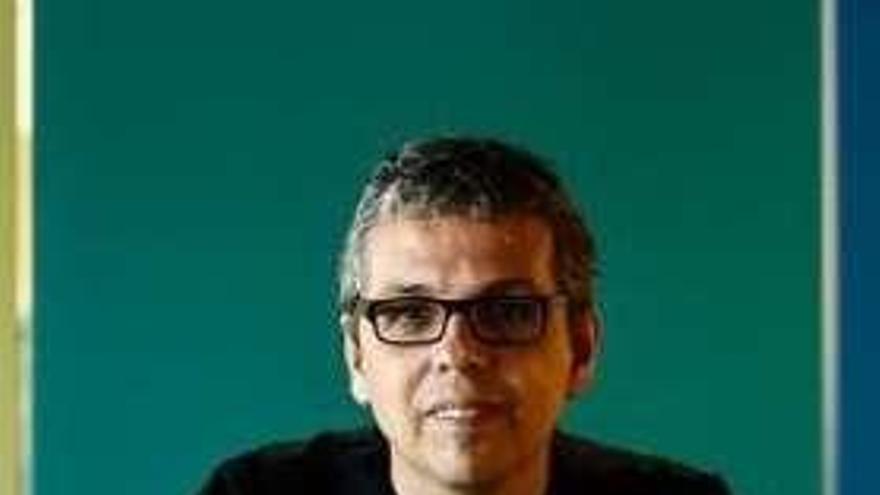 Pedro Guerra homenajea a Ángel Gónzalez en un concierto en la Cueva del Jazz