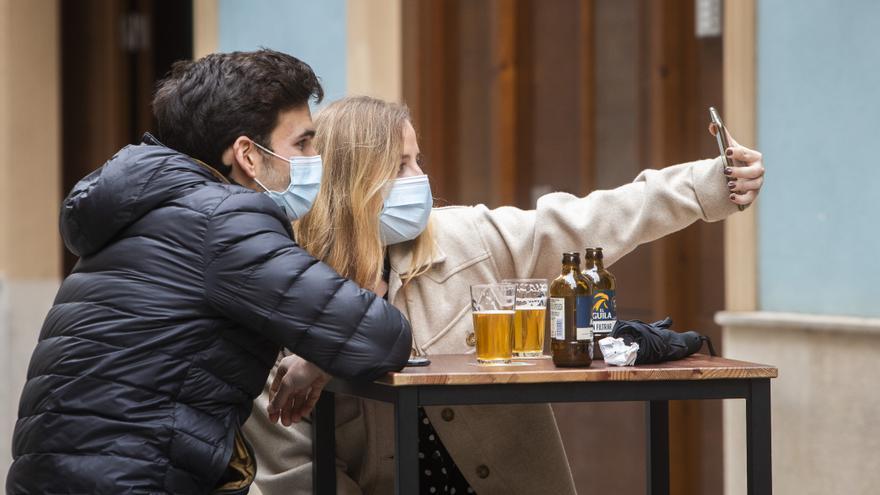 """Los bares se conjuran para """"resistir"""" y creen que ya ha pasado lo peor"""