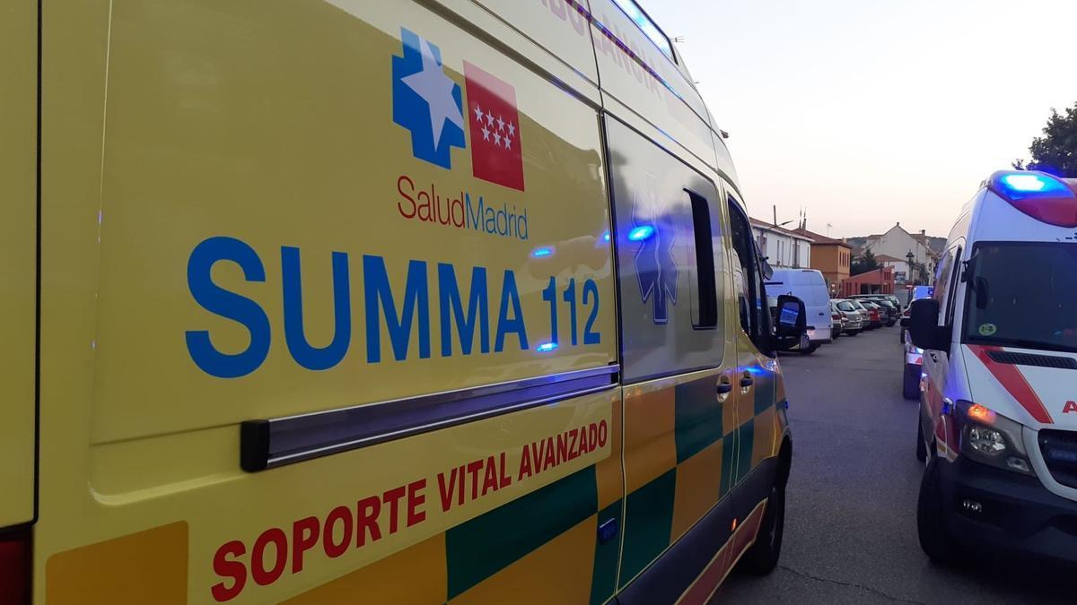 Una ambulancia del Summa atendió a la víctima.
