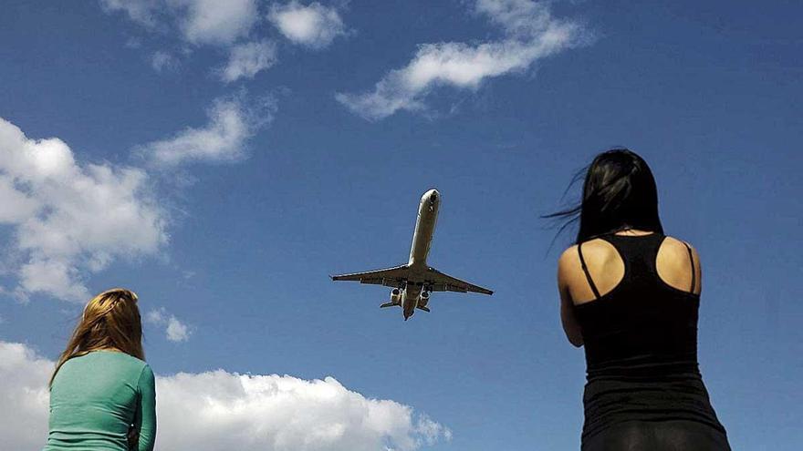 Frente común contra la nueva amenaza de un recorte en el descuento aéreo