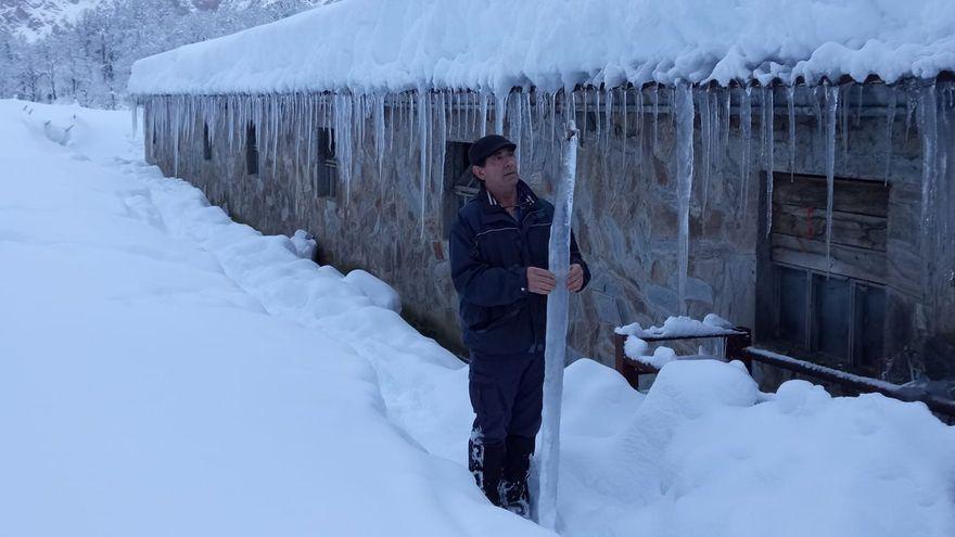 Espectaculares agujas de hielo en los Picos de Europa