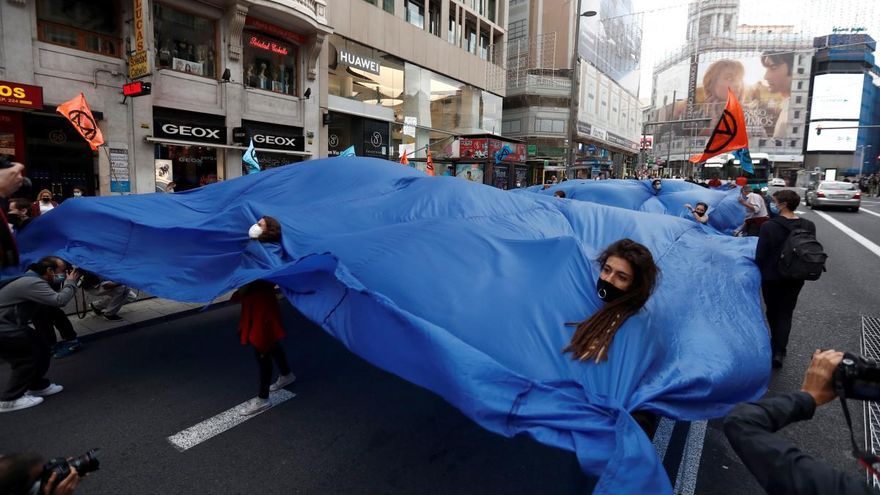 Una marea humana inunda Madrid para concienciar sobre la subida del nivel del mar