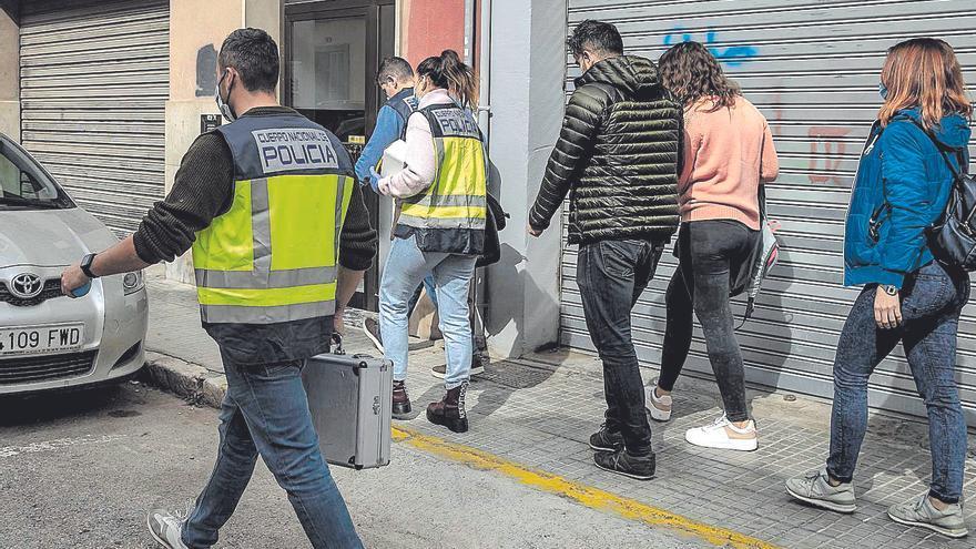 Fuera de peligro el joven apuñalado en el cuello por su compañero de piso en Palma