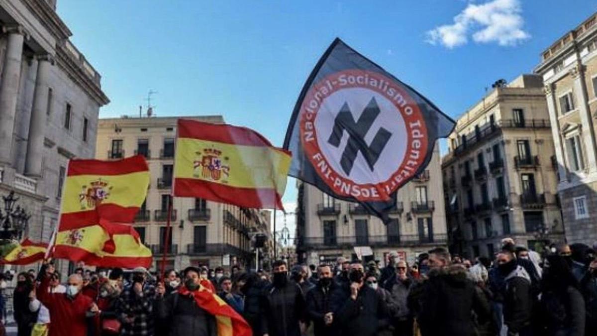 Exhibició de simbologia nazi el  6 de desembre en un acte de Vox a Barcelona