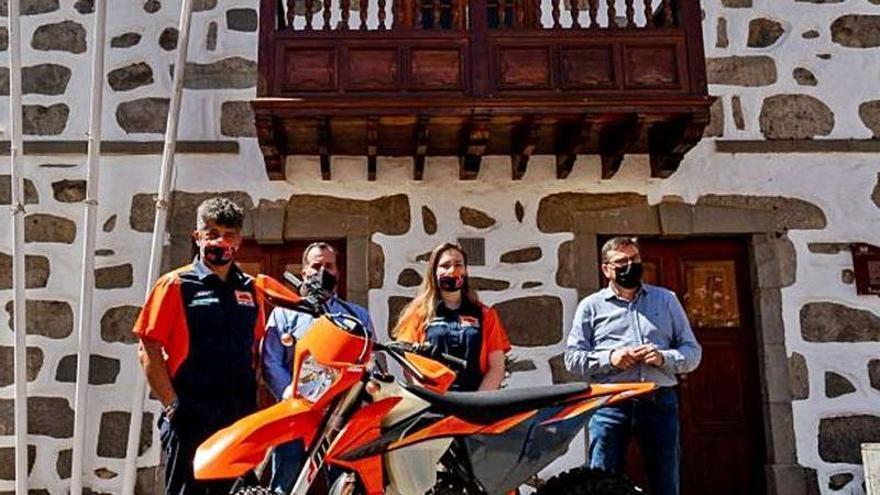 La piloto Xenia Melián rompe fronteras en Canarias