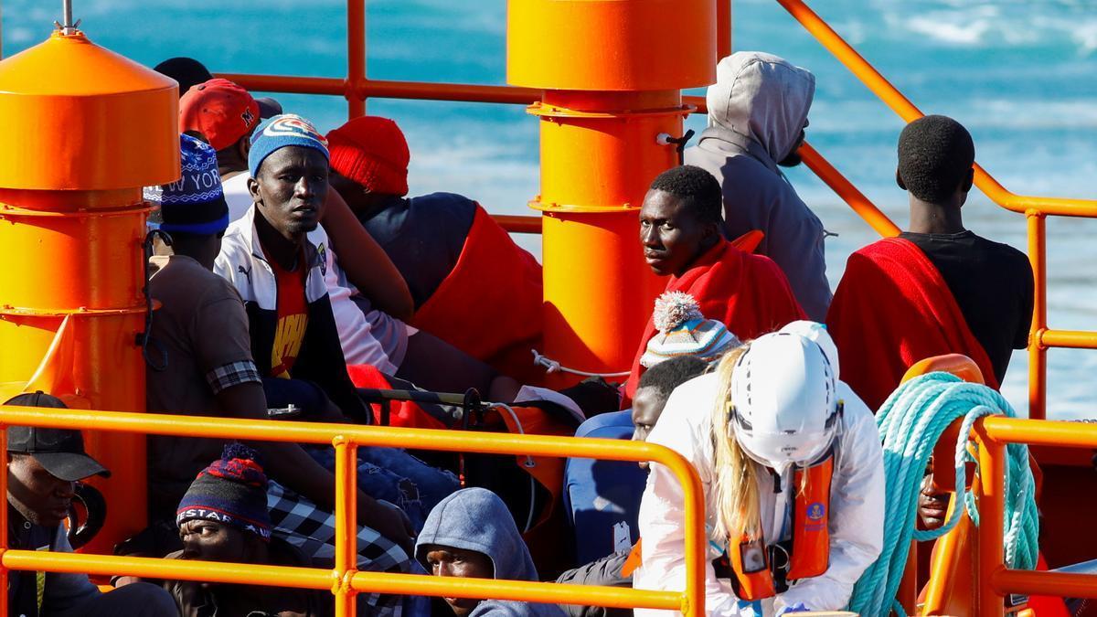 Inmigrantes en el muelle de Arguineguín.