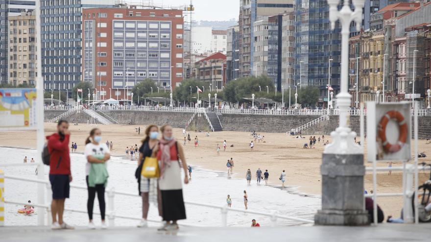 Asturias encara el final de la oleada de contagios pero vigila los casos en mayores